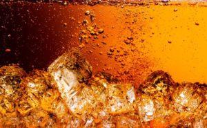 Cola unter Wasser Bild