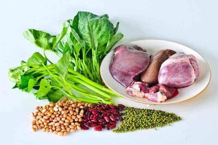 Eisenhaltige Lebensmittel auf einem Tisch