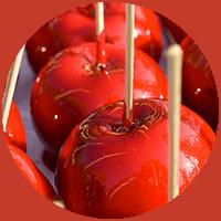 Rot glasierter Apfel