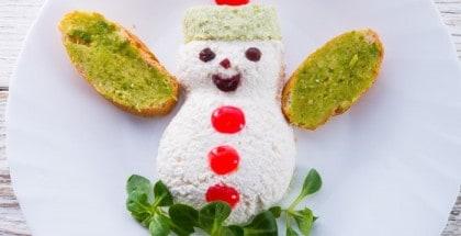 Brotscheiben als Schneemann angerichtet
