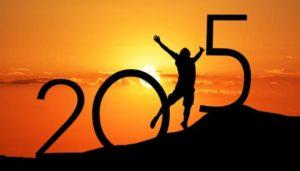 Mann, der vor einem Sonnenuntergang die 1 in 2015 darstellt