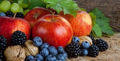 Heidelbeeren Äpfel Weintrauben Walnüsse