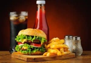 Burger Pommes Ketchup Cola Menü lecker