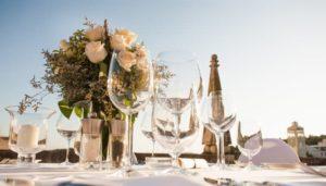 Tisch Hochzeitunter freiem Himmel.