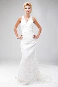 Langes Etui Brautkleid