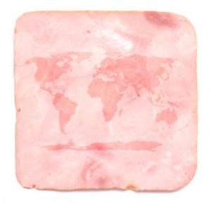 Eine Scheibe Schinken mit der Weltkarte drauf.