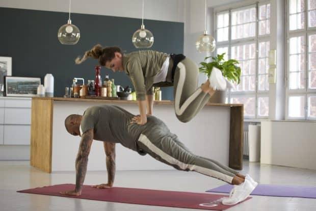 Partnerübung High Plank Jumps