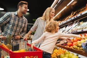 Familie beim Einkauf