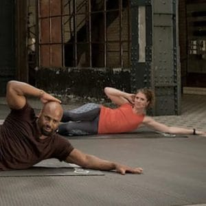 "Lisa im GYMONDO Workout ""VIP Abs"" mit Trainer Steven Wilson"
