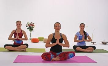 Im Lotussitz: Herzlich Willkommen in der Welt des Yoga!