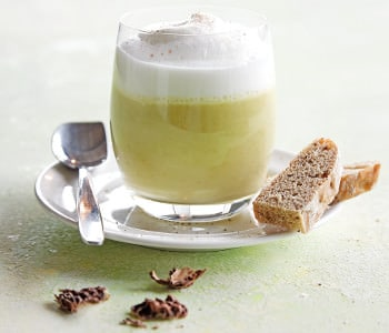 Glas Spargel-Cappuccino