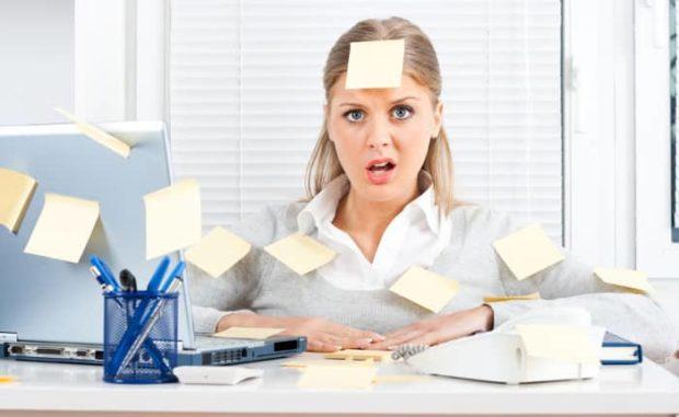 Gesresst im Büro - das kann einem schnell zu viel werden.