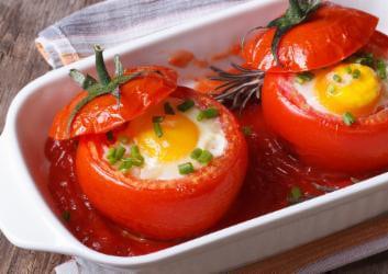 Tomaten gefüllt mit Ei