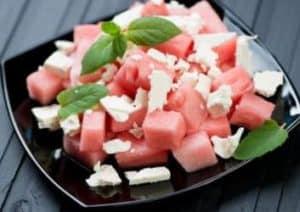 Wassermelonen-Salat mit Fetakäse und Minze