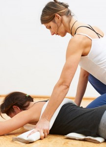 Anja Kursawe trainiert Pilates mit Kundin