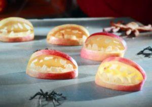 gruselige Halloween Apfelgebisse