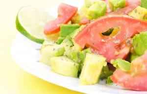 Avocado-Salat mit Rispentomate