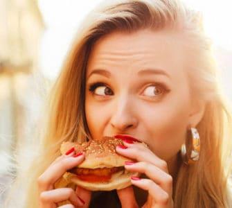 Burger essen: emotionaler Hunger