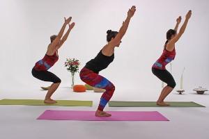Yoga Übung der Stuhl aka Chair