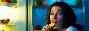 Cheat Days Naschen am Kühlschrank