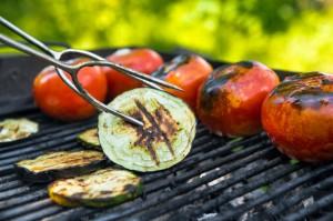Tomaten und Auberginen auf dem Grill