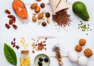 Fettreiche Lebensmittel: Lachs, Nüsse, Fischöl, Avocado und mehr.