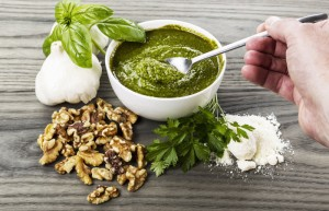 Giersch-Pesto mit Walnuss