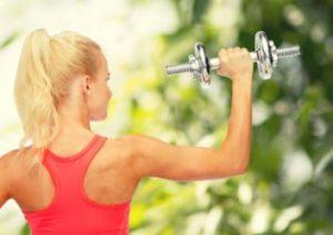 Kurzhantel Übung gegen Rückenschmerzen