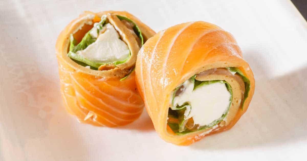 Sushi Röllchen mit Lachs