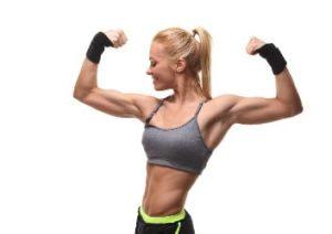 frau mit erfolgreichem muskelaufbau