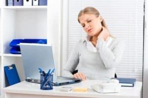 NAckenschmerzen im Büro: Eine schmezhafte Angelegenheit