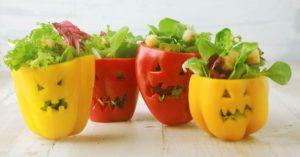 paprika gefüllt mit salat