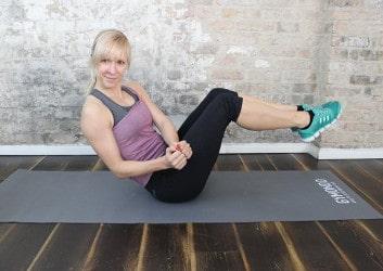 Russian Twist Übung mit Gymondo Trainerin Caro