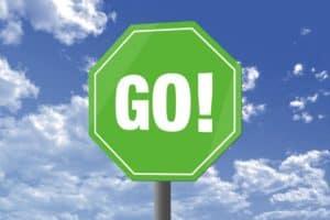 grünes Schild mit aufschrift go