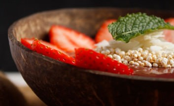smoothie-bowl-gesund-eatclean-healthy-strawberry-acai