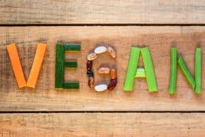 Schrift VEGAN aus Gemüse