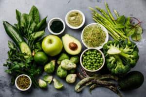 Frisches grünes Obst und Gemüse
