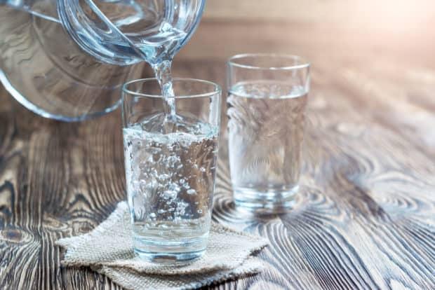 Gläser mit Wasser