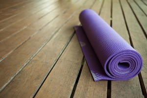 Für Yoga brauchst Du nur Deinen Körper und eine Matte