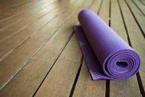 Lila Yoga Matte -Yoga für Einsteiger